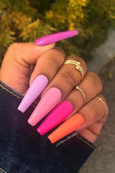 Colorful Gradient Nails Looking for a cool nail trend to try? Here we have stylish gradient nails. Gradient nails feature a beautiful color change and this manicure starts blue and ends green. Gradient Nails, Cute Acrylic Nails, Neon Nails, Matte Nails, Pink Nails, Chrome Nails, Colorful Nail Art, Colorful Nail Designs, Nail Art Designs