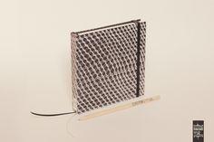 https://flic.kr/p/uDmL68 | Cajas negras 15x15 | Cubierta rígida, impresa en offset digital + laminado mate. 100 hojas lisas, papel bookcel 80gr. Medidas: 15 x 15cm. Hecho a mano.