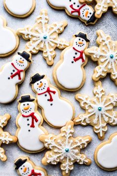Baking cookies this weekend? Today I'm sharing 5 easy and approachable ways to decorate Christmas cookies. Decorated sugar cookies is the Iced Sugar Cookie Recipe, No Bake Sugar Cookies, Yummy Cookies, Cookie Recipes, Icing Recipe, Iced Cookies, Chip Cookies, Christmas Sugar Cookies, Holiday Cookies
