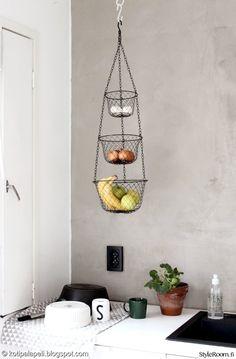 Hanging basket for fruits & vegetables Diy Kitchen, Kitchen Dining, Kitchen Ideas, Dining Room, Modern Kitchen Renovation, Container Cafe, Hanging Baskets, Apartment Design, Interior Inspiration