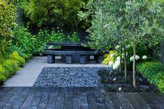 moderne gartengestaltung zen kies boden esstisch sitzbanke stein