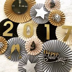New Years Eve Party Backdrop : This set of handmade paper fans will be the perfect addition to your next party, event, or photo shoot! Hang them above your dessert table, fill a blank wall, or the perfect backdrop for your little o New Years Eve Decorations, New Years Eve Weddings, Nye Party, Elmo Party, Mickey Party, Gold Party, Cake Smash Photos, Paper Fans, Super Party