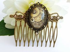 Elegant hair comb in bronze with steampunk motif by Schmucktruhe, €16.50