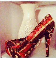 La sélection African Ethnic Shoes by https://www.facebook.com/cewax86 - Women's pumps  high heels  Abstract art shoes  par HannaMariCreates