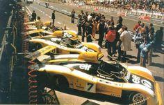 """alpine-a442:   1978 foi o ano do """"tudo ou nada"""" para a Alpine. Novamente a equipe de fábrica da Renault inscreveu três carros, mas desta vez um deles era o A443 — uma versão de entre-eixos mais longo com motor V6 turbinado de 2,1 litros e 520 cv."""