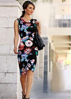 Veja agora:Vestido de malha elegante, com lindo decote cascata, em estampa floral cheia de estilo. Comprimento de aprox.100cm no tam.M, lavável à máquina.