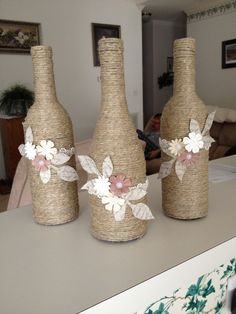Ideas For Diy Candles Decorating Wine Bottles bottle crafts with burlap Glass Bottle Crafts, Wine Bottle Art, Painted Wine Bottles, Diy Bottle, Decorated Bottles, Christmas Wine Bottles, Wine Decor, Bottle Painting, Diy Candles