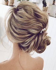 pretty bun updo hairstyle ,updo wedding hairstyles ,chignon , messy updo hairstyles ,bridal updo #wedding #weddinghair #weddinghairstyles #hairstyles #updo