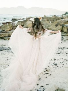 Beach Wedding Inspiration Beach Wedding Bouquets, Beach Wedding Photos, Wedding Photography Poses, Wedding Photography Inspiration, Gorgeous Wedding Dress, Wedding Looks, Christian Bride, Bohemian Wedding Decorations, South African Weddings