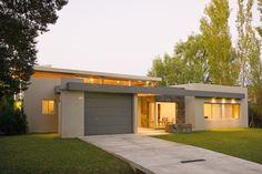 Casa en una planta de 230 m2 estilo moderno en Buenos Aires, del estudio de arquitectura Arquinova Casas - Fredi Llosa del arquitecto Fredi Llosa