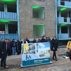 Op 21 januari bouwden koper Ali samen met wethouder Joris Wijsmuller en Vestia bestuurder Willy de Mooij een muur op. Zij gaven hiermee het startsein voor de renovatie van FIRST. RooSMiP heeft deze start bouw handeling mogen vormgeven: ontwerp/opmaak uitnodiging, EPS muur met print, uitgelichte bouwput en feestelijke confetti shooters. Opdrachtgever: WOM Den Haag Zuidwest