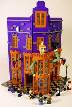 Weasleys' Wizard Wheezes made by Joel Baker Lego Hogwarts, Lego Harry Potter, Legos, Lego Pictures, Lego System, All Lego, Lego Modular, Lego Castle, Lego Design