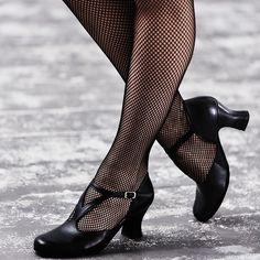 capezio-black-fishnet-tights.jpg (Obraz JPEG, 908×908pikseli) - Skala (84%)