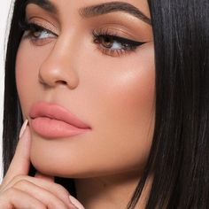 Makeup kylie jenner make up brows 51 ideas Cat Eye Makeup, Glam Makeup, Makeup Inspo, Makeup Inspiration, Beauty Makeup, Makeup Ideas, Cat Eye Eyeliner, Cat Eyes, Makeup Tutorials