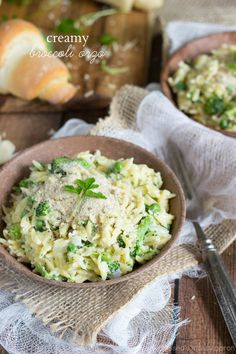 A (lightened-up) creamy broccoli and sweet pea orzo dish I www.chelseasmessyapron.com I #sidedish #orzo #broccoli