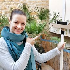 Today's Craft Worx happened at lunchtime - Tanja built a selfie stick to record her videos in the sun with lovely streets of Santanyí as backdrop.  Well done!   #rayaworx #relaxandwork #diy #becreative #creativity #teamwork#coworker #coworkation #coworking #santanyi #podcastrecording #videorecording #mallorcagram #mallorca