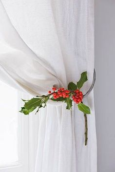 Decorate the curtains in Christmas style - Page 4 Christmas Style, Noel Christmas, Christmas Fashion, Green Christmas, Country Christmas, All Things Christmas, Winter Christmas, Christmas Crafts, Christmas Decorations