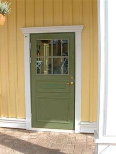 gult hus med grön dörr - Sök på Google Hidden Rooms, Scandinavian Home, Front Porch, Tall Cabinet Storage, Entrance, Sweet Home, Shed, Villa, New Homes