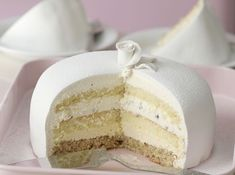 White Lady, A Norwegian Classic - Passion 4 baking :::GET INSPIRED::: visit the site for complete recipe Fancy Desserts, Just Desserts, Delicious Desserts, White Desserts, Health Desserts, Baking Recipes, Cake Recipes, Dessert Recipes, Baking Desserts
