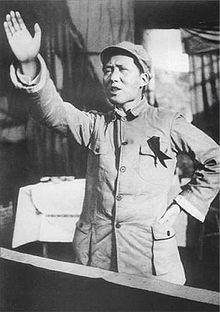 Mao Zetong, en Chine, imposa à la population le collectivisme communiste et la dictature du parti unique.