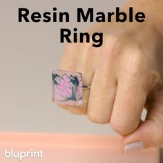 DIY Resin Ring DIY Resin Ring: We love rings that we can DIY ourselves! And resin jewelry is some of the easiest to make. For this beginner-friendly ring, you'll need resin, a UV light, super glue, and …(surprise! Diy Resin Ring, Resin Jewelry Tutorial, Resin Jewelry Molds, Diy Jewelry Rings, Diy Resin Art, Resin Jewelry Making, Diy Resin Crafts, Uv Resin, Diy Rings