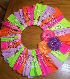 Colorful bandana wreath- no instructions- just pic Fabric Wreath, Tulle Wreath, Wreath Crafts, Diy Wreath, Wreath Ideas, Deco Mesh Wreaths, Door Wreaths, Bandana Crafts, Bandana Wreaths