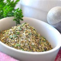 This dry mix is perfect for making delicious salad dressings. Simply mix together the ten herbs and spices and store until needed. Italian Dressing Mix, Homemade Seasonings, Cooking Recipes, Healthy Recipes, Soup And Salad, Pasta Salad, Mix Salad, Seasoning Mixes, Spice Mixes