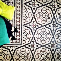 Kraków ul. Kremerowska #design#fromwhereistand#tilepattern#tilephile#tiled#tileaddiction#tileart#tileporn#iliketiles#ilovetiles#interiordesign#ihavethisthingwithfloors#ihavethisthingwithtiles#poland#pattern#kafle#krakow#old#art#amazingfloor#oldtown#oldschool#shoefie#decor#sraircase#shoesonthefloor#floor#floorcore#floortiles#lookingdown by krakowfloors