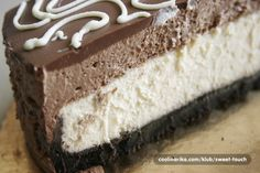 Ne bih da ispadnem navalentna,ali ovo MORATE probati!! :))) Savrsen cheesecake sa dva sloja cokolade i oreo keksima.Priprema traje malo duze,bas zbog procesa pecenja i hladenja ali okus je fenomenalan :)Biti cu jaaaako duga pa mi ne zamjerite :) Za Zabackrabac i sve ostale kome je ovaj cheesecake po MJERI ;)