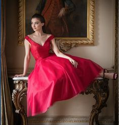 Tea length lace and tulle dress. Beautiful Dresses, Nice Dresses, Formal Dresses, Wedding Dresses, Bordeaux, Tea Length Bridesmaid Dresses, Tulle Dress, Dress Collection, Lady In Red
