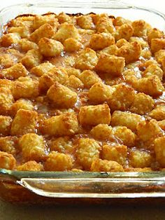Pizza Tot Casserole....love tater tot casserole- this sounds like a fun way to switch it up!!  Pizza Tot Casserole    1lb. ground beef  1 jar pizza sauce  10-15 slices pepperoni, chopped  1 cup mozzarella cheese  1 bag frozen tator tots  *additional toppings optional