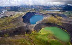 Los lagos abundan en Islandia, pero la mayoría de ellos son bastante pequeños. Algunos de estos lagos han sido formados por hundimientos del terreno (Þingvallavatn, Kleifarvatn), otros llenan depresiones producidas por la erosión glacial (Jökulsárlón, Logurinn, Skorradalsvatn, Mývatn). Algunos están muy colmados de lava (Þórisvatn, Mývatn).  http://blog.GustavoyEly.com