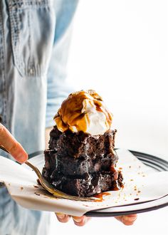 One bowl vegan desserts like these double dark chocolate salted caramel brownies are an easy paleo dessert. Extra dark chocolate for a superfood boost!