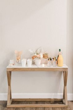 Neutral Baby Shower with Modern Details - Inspired By This Baby Shower Table Set Up, Baby Shower Fruit, Simple Baby Shower, Baby Boy Shower, Baby Shower Decorations For Boys, Birthday Party Decorations, Baby Shower Themes, Table Decorations, Shower Ideas
