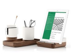 Evernote Desk Furniture - Beautiful accessories for desktops by Evernote & Pfeiffer . Discover 10 alternatives like Spaces and RIZE spinning desk art Modern Desk Accessories, Desktop Accessories, Office Workspace, Office Decor, Mid Century Modern Desk, Art Desk, Evernote, Good Notes, Modern Interior Design