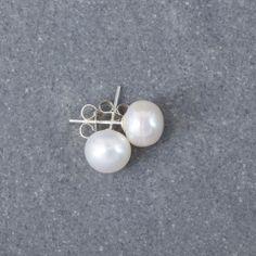 Preppy White Earrings White Earrings, Pearl Earrings, Preppy, Label, Pearls, Collection, Jewelry, Jewellery Making, Jewerly