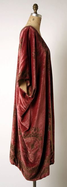 Coat, Evening  Mariano Fortuny  (Spanish, Granada 1871–1949 Venice)  Design House: Fortuny (Italian, founded 1906) Date: probably 1920s Culture: Italian Medium: silk Dimensions: L. at center back: 37 in. (94 cm). Credit Line: Gift of Mrs. J. Gordon Douglas, Jr., 1996 Accession Number: 1996.448.3