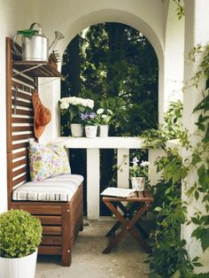 Bench with panel wall. Outdoor cozyness!