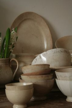 These dishes are so beautiful.  Wondering what they are?  Ironstone?