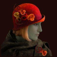 Judit Pocs eenvoudige vorm, spannend door het kleurgebruik en de bloemen