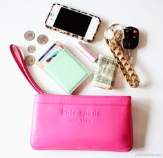 How to organize your purse #organization #wristlet