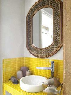 Nice 99 Lovely Sunny Yellow Bathroom Design Ideas. More at http://99homy.com/2017/12/18/99-lovely-sunny-yellow-bathroom-design-ideas/