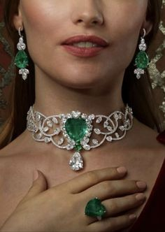 Pink Diamond Jewelry - rare and expensive, how much do they cost? Emerald Jewelry, Pearl Jewelry, Indian Jewelry, Bridal Jewelry, Jewelry Art, Diamond Jewelry, Gold Jewelry, Jewelery, Jewelry Accessories