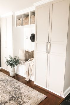 We recently did a complete mudroom makeover using an awesome IKEA hack! We are - IKEA Method Ikea, Entrada Ikea, Ikea Cabinets, Mudroom Cabinets, Ikea Laundry Room Cabinets, Laundry Rooms, Ikea Furniture, Furniture Vintage, Kitchen Storage