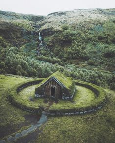 An abandoned tiny, cozy cabin in Iceland. Abandoned Buildings, Abandoned Places, Beautiful World, Beautiful Places, Amazing Places, Destination Voyage, Cozy Cabin, Adventure Is Out There, Destinations