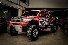Toyota sagt Peugeot den Kampf an und wird bei der Dakar 2017, die am 2. Januar in Paraguay startet, den komplett neu konstruierten Hilux Evo mit dem zweifachen Dakar-Champion Nasser Al-Attiyah ins Rennen schicken.