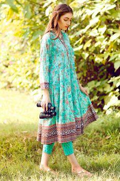 Simple Pakistani Dresses, Pakistani Fashion Casual, Pakistani Dress Design, Pakistani Outfits, Simple Dresses, Indian Fashion, Casual Dresses, Women's Casual, Simple Kurti Designs