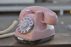 Image Detail for - PINK vintage phone by Norcaltreasures on Etsy I have this! Vintage Phones, Vintage Telephone, Cute Pink, Pretty In Pink, Antique Phone, Retro Phone, Old Phone, Vintage Diy, Vintage Decor