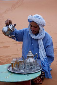 #Thee drinken met de locals in #Marokko, dat is toch vet?