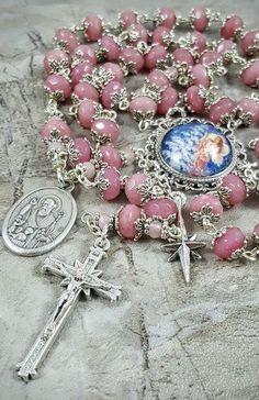 Rosary Prayer, Holy Rosary, Prayer Beads, Diy Rosary Necklace, Rosary Beads, Catholic Jewelry, Rosary Catholic, Jewelry Crafts, Handmade Jewelry